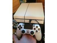 Ps4 In very good condition 1 pad an 2 games