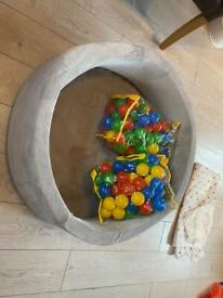 Foam ball pit with balls