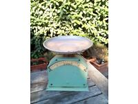 LOVELY WORKING VINTAGE KITCHEN SCALES