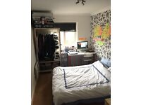 Big clean beautiful double bed room in Canada water