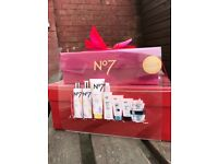 No7 beautiful skin box set (NEW)