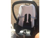 Maxi Cosi Pebble with isofix Base and accessories