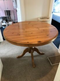 REDUCED PRICE Solid pine extendable 6 person dining table
