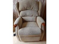 Celebrity Westbury Riser / Recliner chair