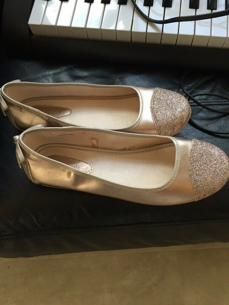 Lovely Girls Shoes Size 4 - Excellent Condition only £5
