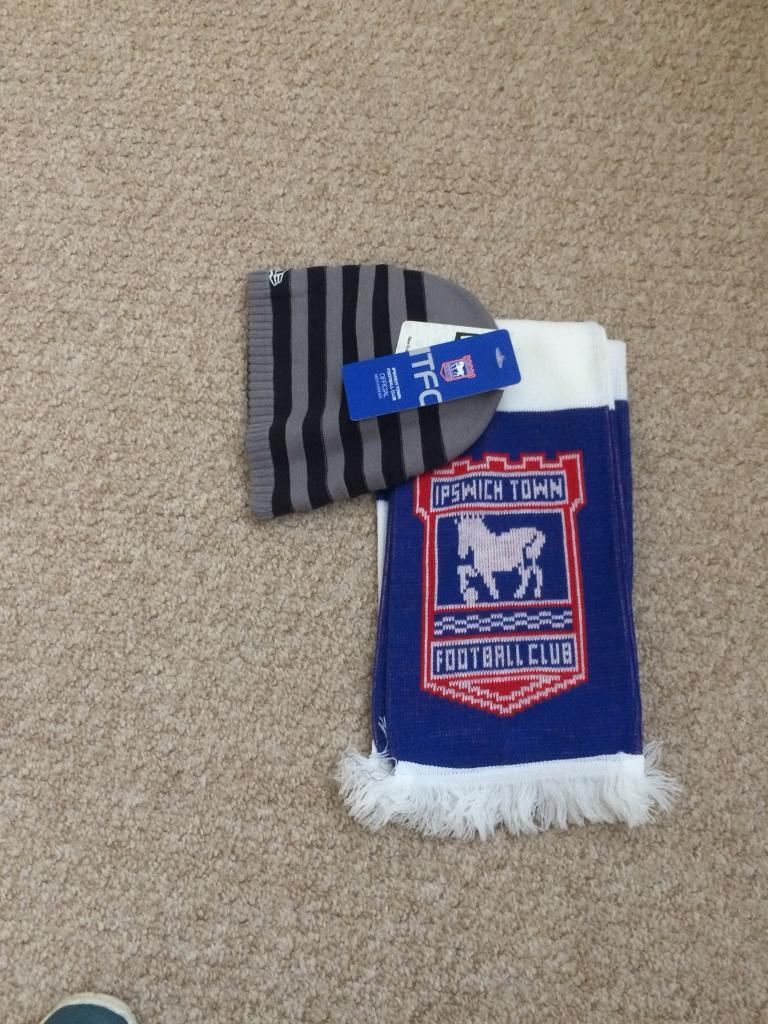 IPSWICH TOWN SUPPORTERS SCARF AND HAT