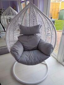 Beautiful EGG Hanging Chair looks like New !!!