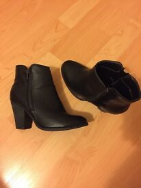 Size 4 moda in pelle black ankle boots