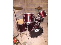 Drdrum kit, excellent condition, includes stool.