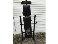Everlast weight bench in Excellent clean condition