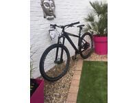 BRAND NEW UNRIDDEN 2018 Boardman MHT 8.9 Mountain Bike. £1000 RRP. Medium Frame