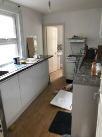 Spacious room available close to St Georges hospital and Tooting Broadway station