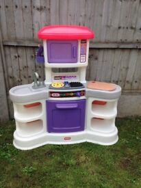 Play kitchen (Little Tikes) including play food items