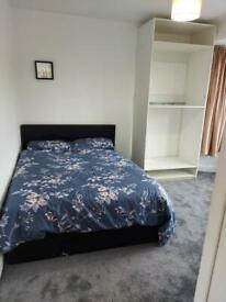 Lovely double room with own kitchenette including bills