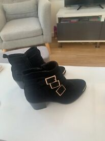 Woman's black boots size uk 5, never worn