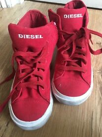 Diesel boys trainers only worn ONCE in size 1.5 or EUR 34