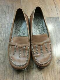 Size 5 ladies hush puppies shoes