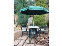 Hardman garden table set with parasol