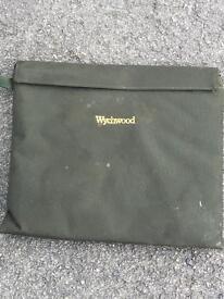 Wychwood dead bait carrier