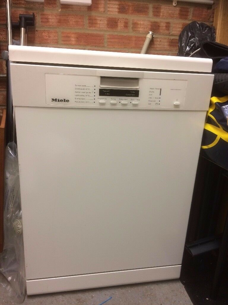 Miele Dishwasher G1222SC 'A' rated free standing 12 place settings