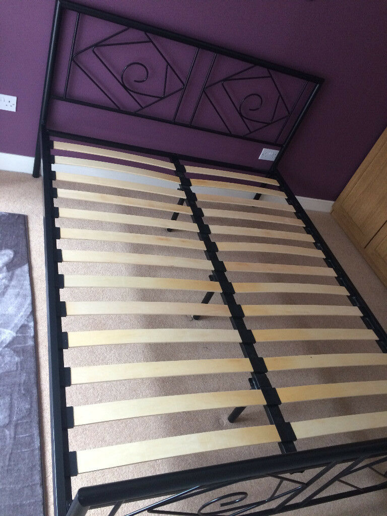 King size bed frame, very good condition