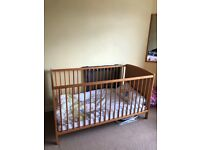 Cot bed, in very good condition. Mattress and mattress protector included