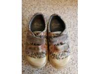 Clarks child doodles shoes, size 5 1/2 e