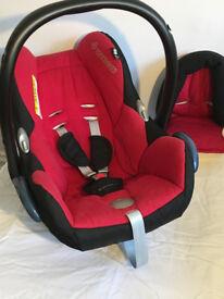 Maxi Cosi Cabriofix car seat and Maxi Cosi Easyfix isofix base