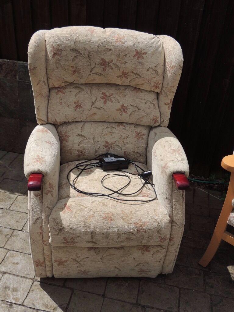 Hsl riser recliner in kings lynn norfolk gumtree for Furniture kings lynn