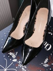 Ladies shoes/heels size 4 some new , some worn once