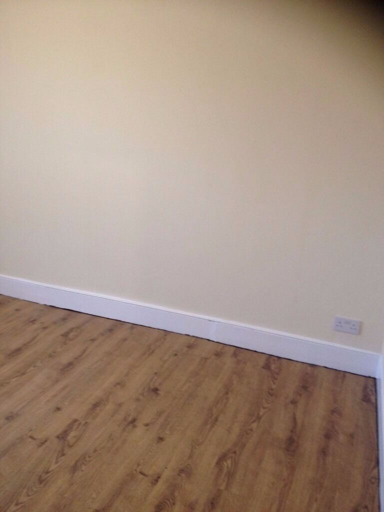 2 BED FLAT IN ILFORD. MORTLAKE RD, VERY CLOSE TO SUNNYSIDE RD. ALL NEWLY REFURBISHED. £1050 MUST SEE