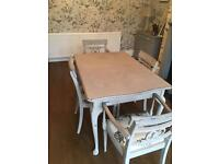 Stunning Extendable Table And 6 Chairs
