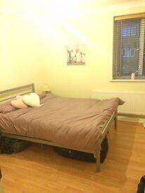 En suite double room to rent in West Ealing Broadway