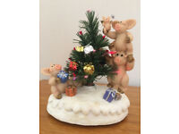 PIGGIN' CHRISTMAS EVE MUSICAL FIGURINE COLLECTIBLE WORLD-NEW