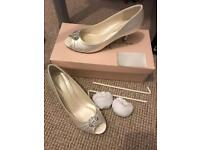 Size 4 bridal shoes ivory and silver diamonte kitten heel