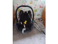 Maxi cosi Easyfix base and cabriofix car seat