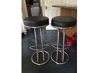2 kitchen bar stools