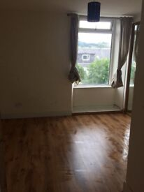 1Bed flat to let. Available immediately. Low deposit. Housing benefit welcome