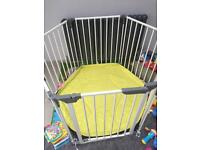 Play pen / room divider with cushion floor