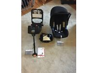 Britax baby-safe Romer car seat + Isofix base and baby viewing mirror. Excellent condition.