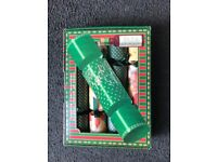 Box of 4 vintage Christmas crackers