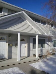 NICE AND CLEAN 2 BEDROOM & 1 BATH TOWNHOUSE FOR RENT IN RENFREW