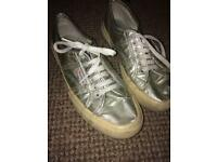 Metallic gold/silver SUPERGAS! Size 7