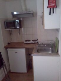 SUPERB STUDIO FLAT - £199PW! - AVAILABLE NOW - LEYTON - E11 4JQ - 5 MINS FROM STATION - CALL NOW -