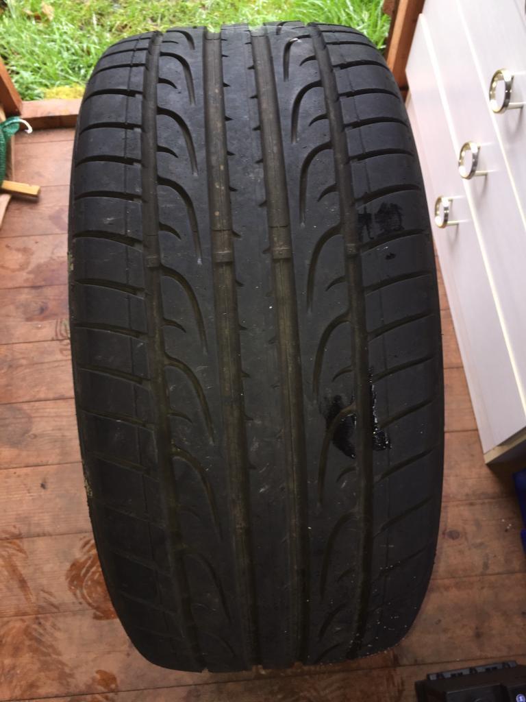1 Dunlop tyre 255/35/20