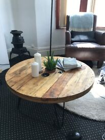 Cable reel pallet coffee table with hair pin legs