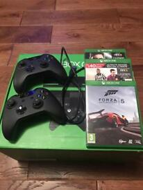 Xbox One 500GB with Kinect (boxed) - 2 controllers - 3 games