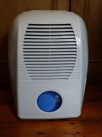 CHALLENGE 10 LITRE DEHUMIDIFIER WHITE EFFICIENT ALMOST NEW, ONLY USED ONCE, EXCELLENT CONDITION