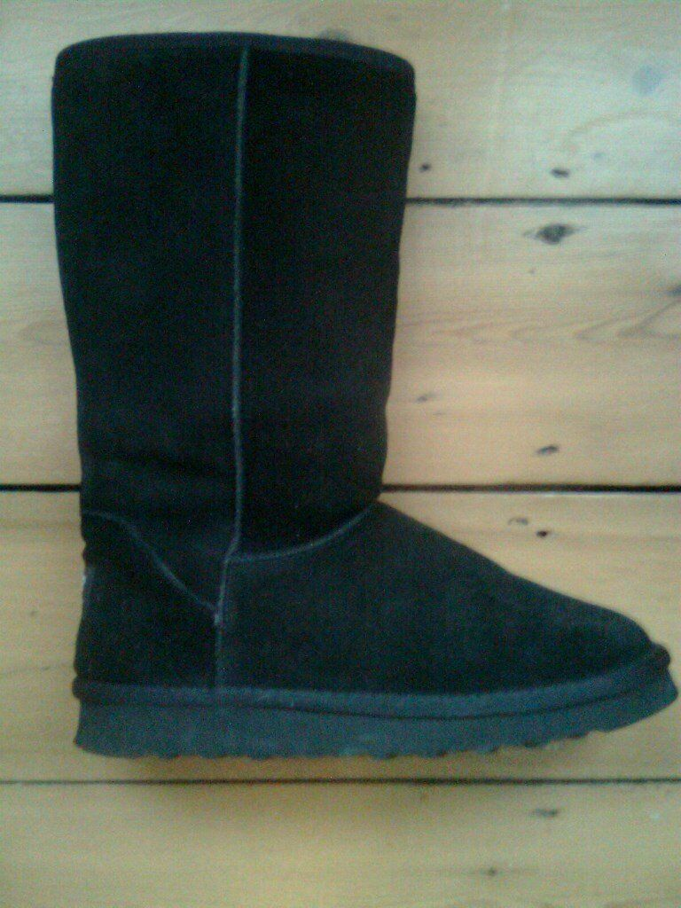 Ladies boots, sheepskin and fur lined, size 7, new