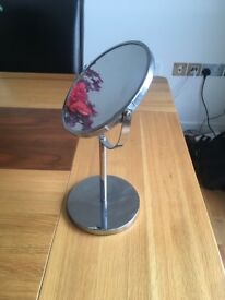 Dressing table red mirror